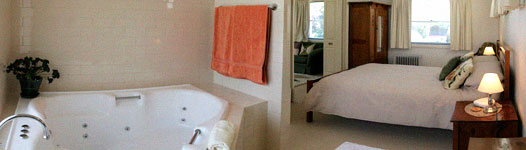 The spa and bedroom in the Lemon Tree Spa Apartment at Strathlyn